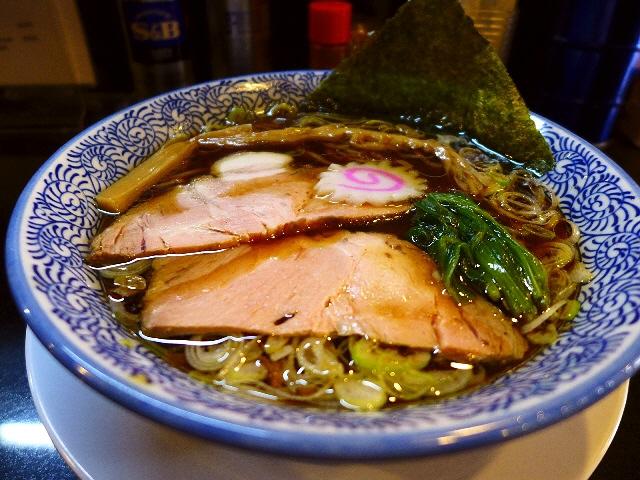すっきりしながらも非常に奥の深い味わいの新潟長岡生姜醤油ラーメン 北区兎我野町 「麺や ぶたコング」