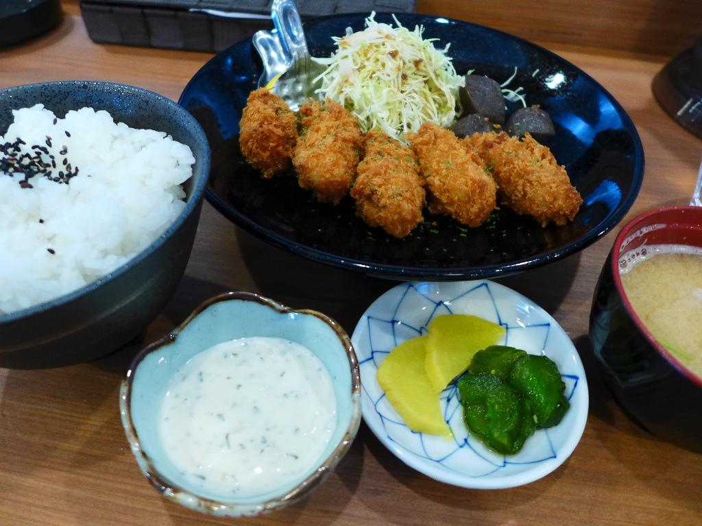 駅前の便利な立地でお得なランチがいただけます! 福島区 「ヒマワリ食堂」