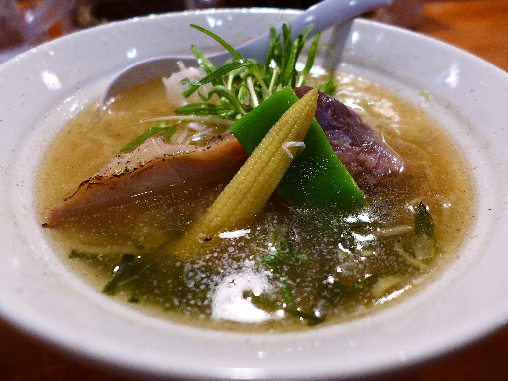 旨味たっぷりの魚出汁が効きまくりの絶品スープ! 中央区南久宝寺町 「だしが命の塩らーめん ぎょぎょぎょ」