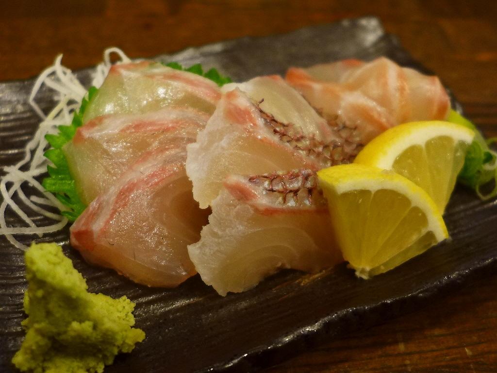 信じがたいほどのリーズナブルな価格で鮮度抜群の魚がいただける大人気居酒屋! 千里中央 「明石八」
