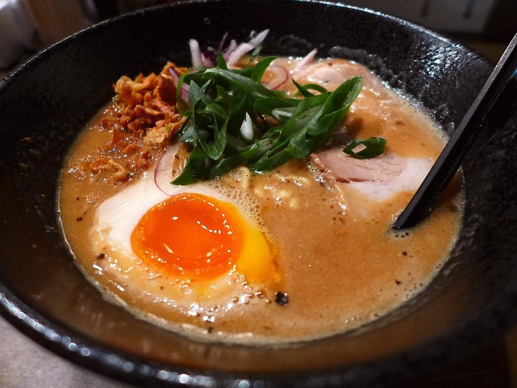 鶏の旨味だけがぎゅっと凝縮した完全無化調の超濃厚ドロドロ鶏白湯! 淀川区西中島 「大杉製麺」
