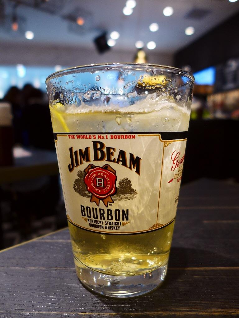 駅ナカでお手軽にジンビームハイボールが楽しめます! エキマルシェ新大阪 「JIM BEAM BAR」