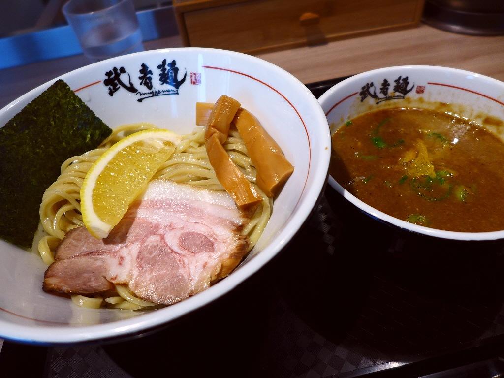 旨味が凝縮した力強い味わいのつけ麺がランチタイムに楽しめます! 新大阪 「武者麺 新大阪店」