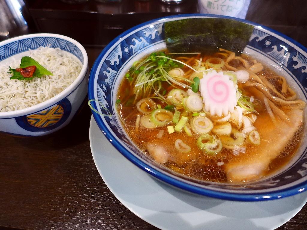 奇をてらわない素直な味の中華そばは思わず唸ってしまうほど旨いです! 淀川区西中島 「すなお軒」