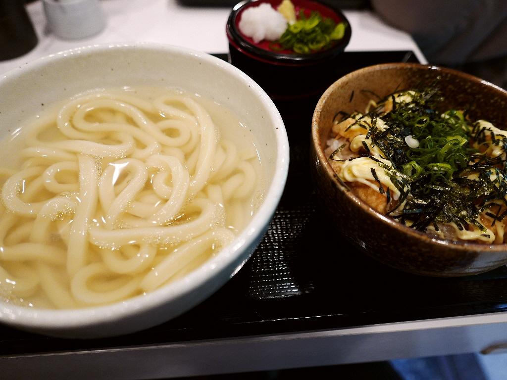 何度食べても感動的に旨い釜揚げうどんと丼のお値打ちセット! 大阪駅前第3ビル 「うだま 梅田店」