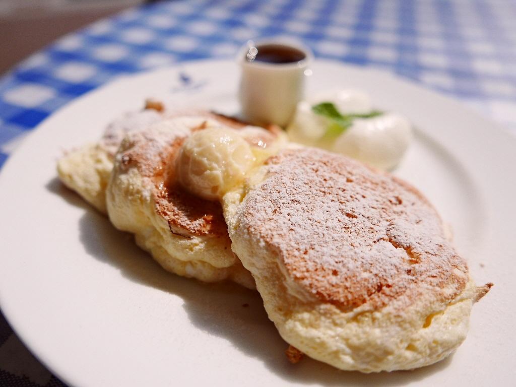 Mのおやつ 軽くてフワッフワで淡雪の口どけが楽しめる新食感のパンケーキ! 難波CITY 「ブラザーズカフェ」