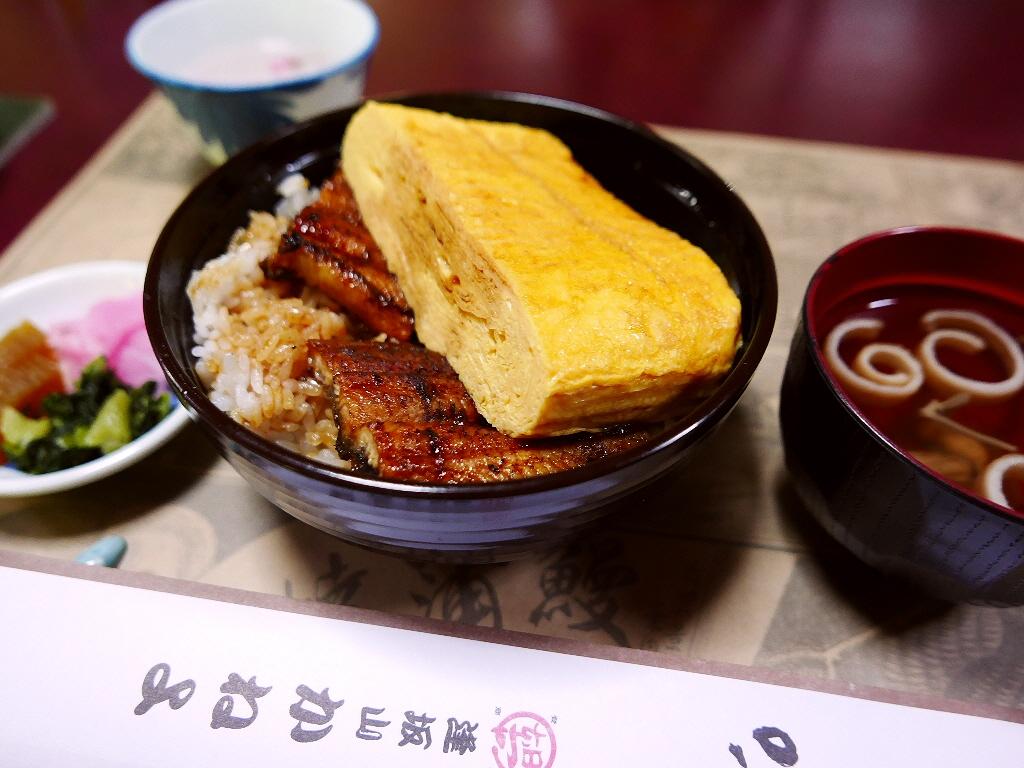 巨大肉厚の玉子焼きが乗った名物きんし丼は食べ応え満点です! 滋賀県大津市 「かねよ」