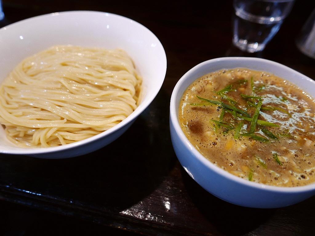 洗練され尽くした鶏白湯ベースの絶品カレーつけ麺! 淀川区 「らーめん 桐麺」