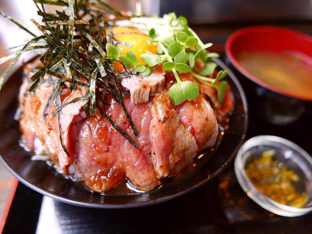 とんでもなくお値打ちの焼肉屋さんの絶品ローストビーフ丼! 江坂 「焼肉あさだ」