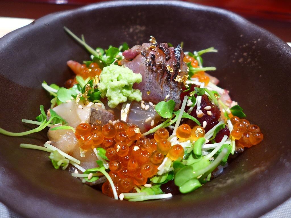 高級なお寿司屋さんの贅沢な気分にさせていただける豪華な海鮮ちらし! 北新地 「北新地 鮨 なか川」