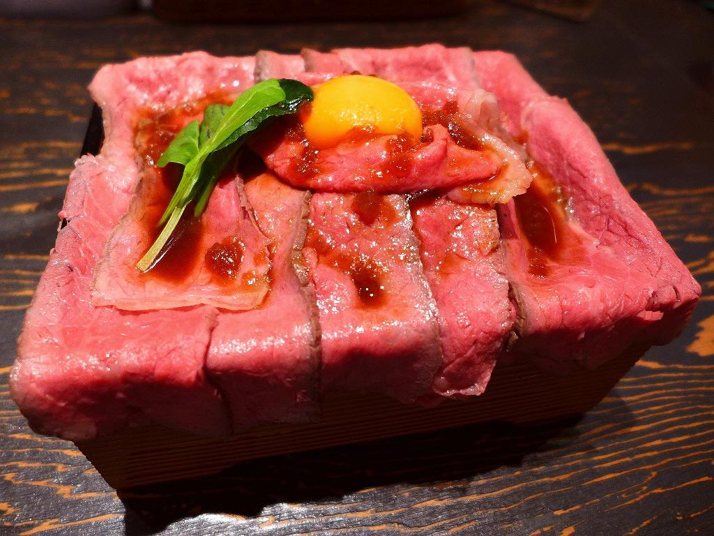 お肉専門店のハイクオリティでボリューム満点のローストビーフ重! 南船場 「南船場 御肉」