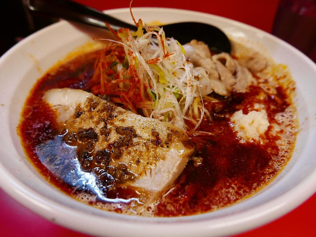 辛くて旨味たっぷりの病み付き系の美味しさにハマってしまいます! 日本橋 「辛口ガチ味噌肉ソバ ひるドラ」