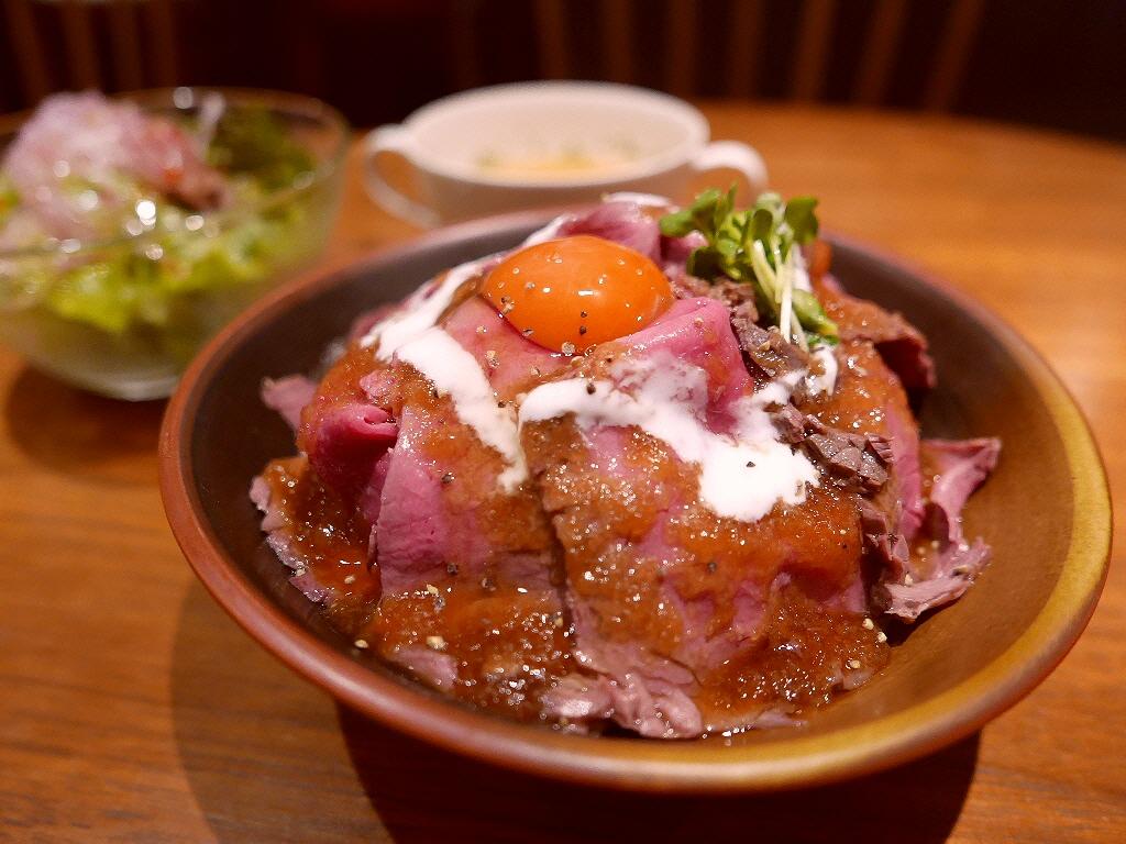 お洒落なイタリアンのお値打ちの本格ローストビーフ丼ランチ! 箕面市 「タベルナ ペコリーノ」