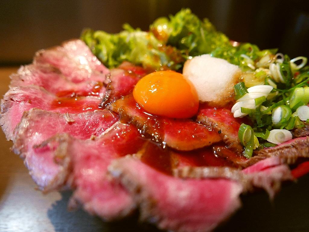 柔らかくて甘い国産黒毛和牛のローストビーフ丼! 寺田町 「肉タレ屋」