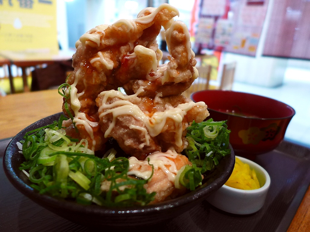 十三の伝説のから揚げマウンテンが駅ビルで食べられます! 大阪駅前第2ビル 「台所や」