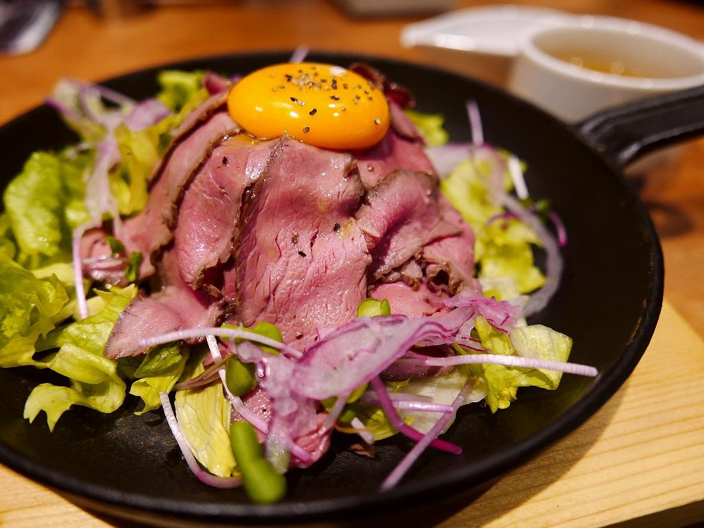 新大阪駅のニュースポットの上品でヘルシーなローストビーフ丼! 新大阪 「ケラケラ ケイヴ」