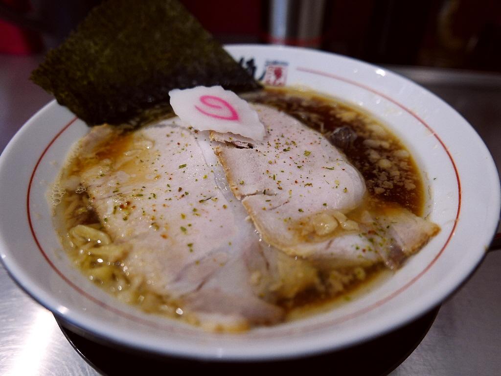 魚介出汁の旨味と醤油の甘味と旨味が見事にマッチした完成度の高い絶品魚介醤油! 江坂 「武者麺 SEA」