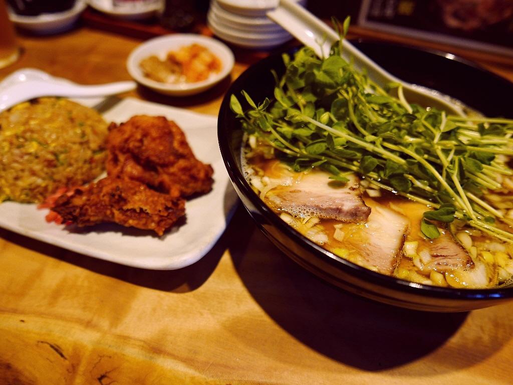 煮干しが絶妙に効いた昔懐かしい味わいの絶品中華そば! 梅田 「麺三昧 梅田店」