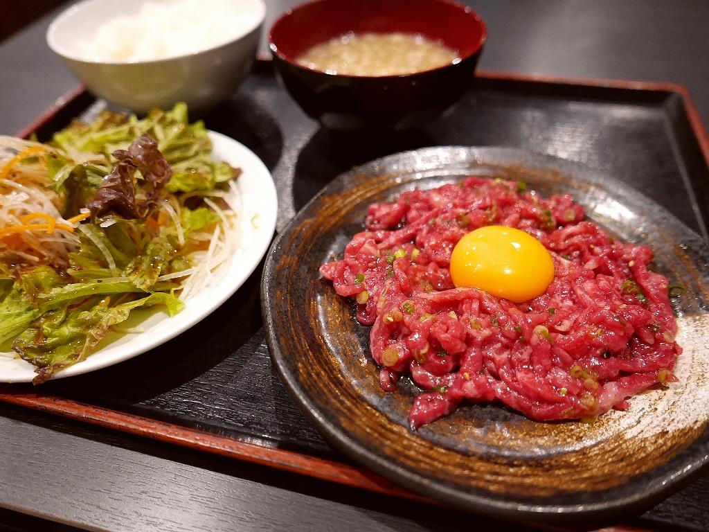 店内で調理した本格ユッケがとてもリーズナブルにいただけるお値打ちランチ! 淀川区西中島 「焼肉 おか屋」