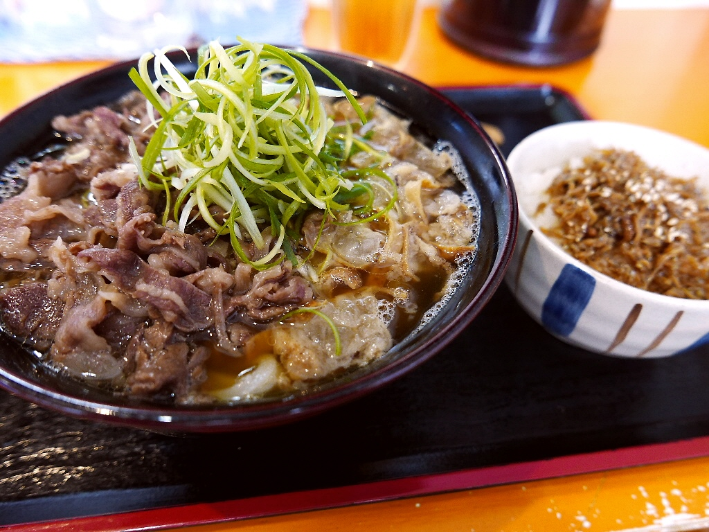 お肉と油かすが旨味が融合したお出汁の旨さに絶叫しました! 豊中市 「空飛ぶうどん やまぶき家」