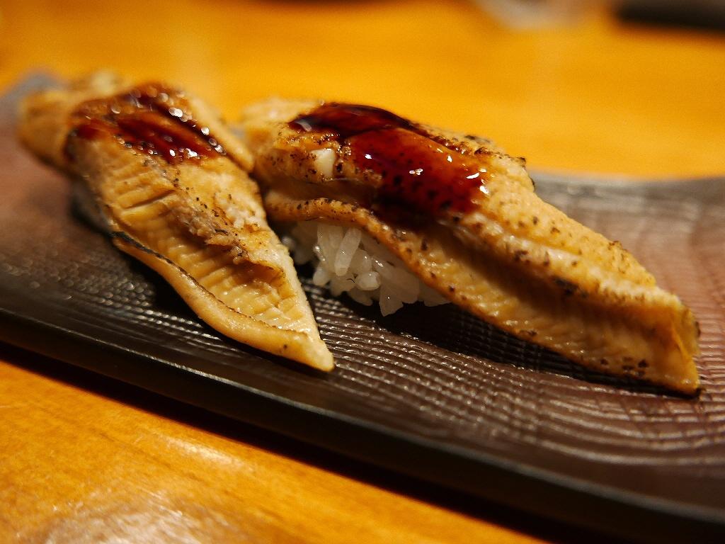 有名一流ホテル出身の寿司職人さんの本格寿司が一皿300円!アテも充実で使い勝手抜群です! 西区京町堀 「すし左衛門」