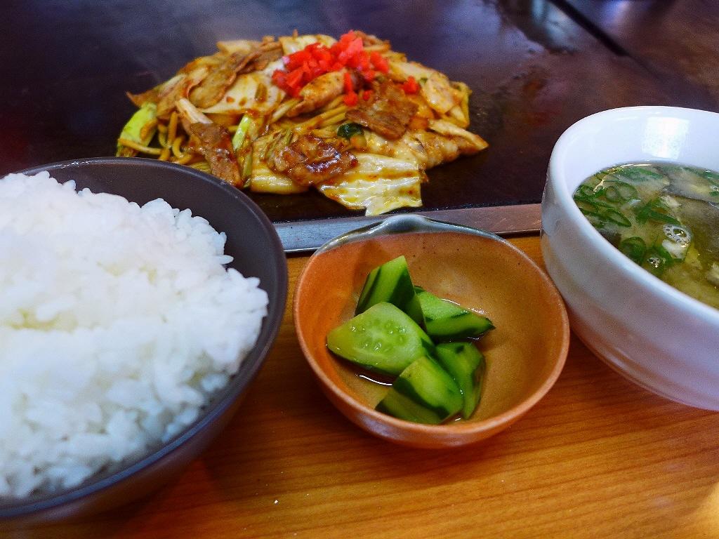 名物の生麺焼きそばはモッチモチの新感覚食感です! 寺田町 「TEPPAN 健心」