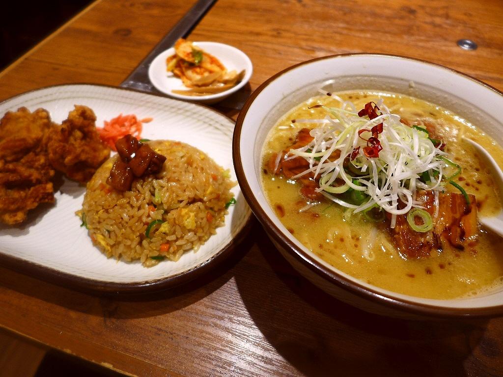 ハイレベルな豚骨醤油ラーメンとボリューム満点のからあげ定食で大満足! 大阪駅クロスト 「あらうま堂」