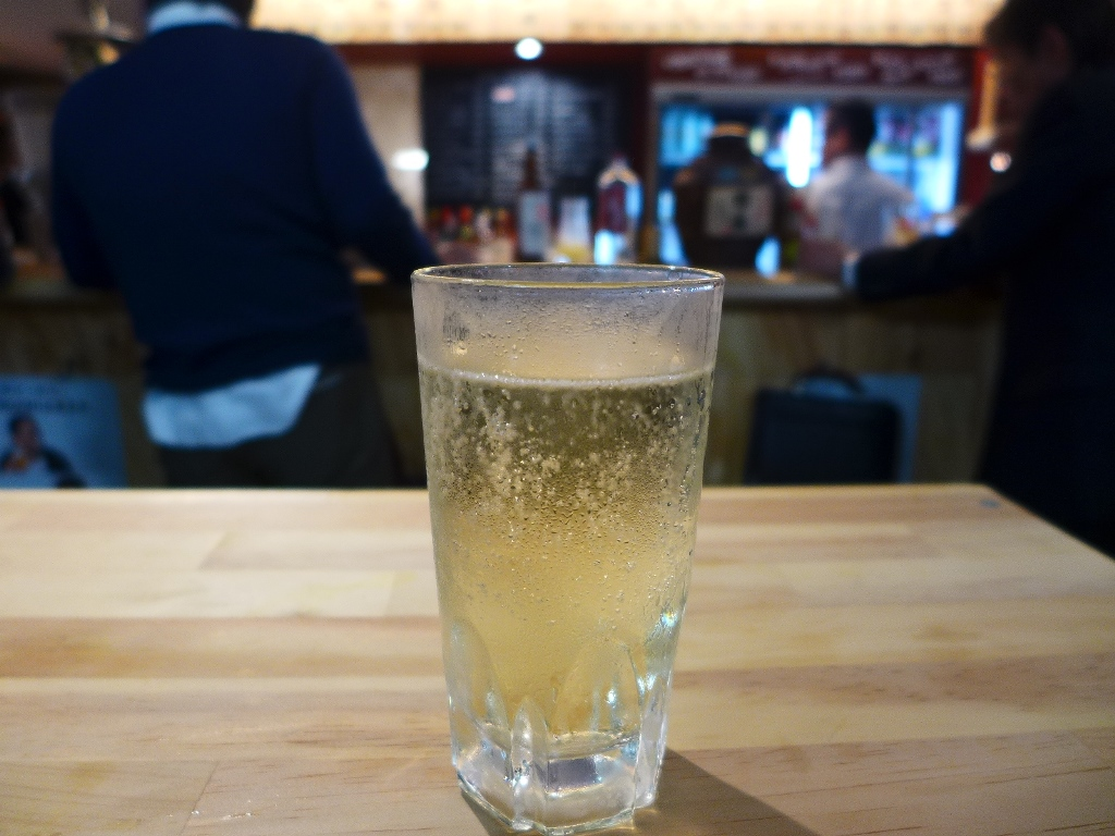 オーセンティックバーの正統派ハイボールが沖縄料理とともにいただける飲める立ち飲み屋さん! 大阪駅前第1ビル 「スタンド ミルクホール」