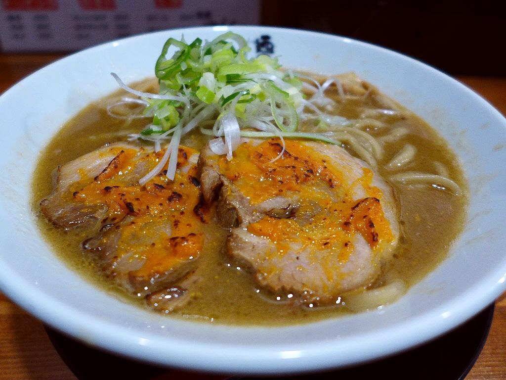 豚骨と雲丹のWスープの初めての美味しさに感動です! 東三国 「麺匠 中うえ」