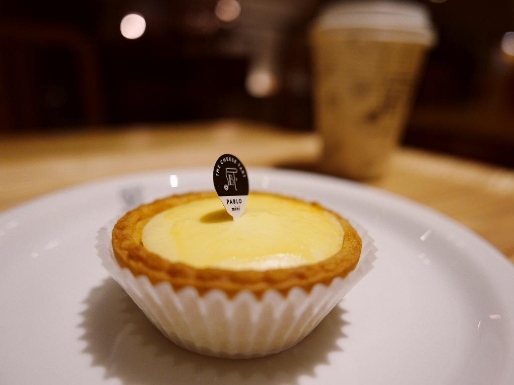お洒落な雰囲気で美味しいPABLO mini(パブロミニ)と本格コーヒーが楽しめるカフェ! 神戸元町 「焼きたてチーズタルト専門店PABLO 神戸元町店」