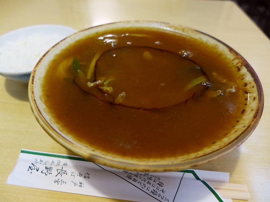 昭和なお蕎麦屋さんの名物カレーそばは体の芯から温まります! 三宮 「信そば 長野屋」