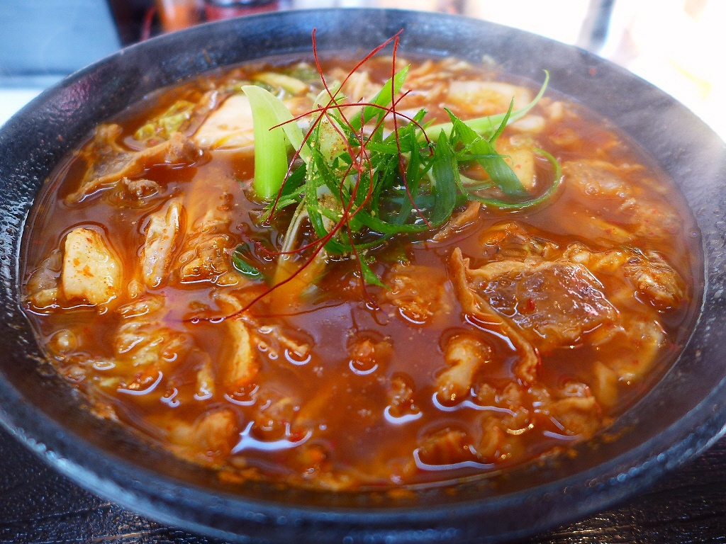 絶品の赤かすうどんはほのかなピリ辛で体の芯から温まります! 堺市 「麺くい やまちゃん」