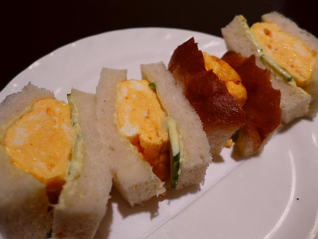 画像2: 本日のランチは神戸の新開地にある喫茶店「松岡珈琲店」に行きました。今日はこちら方面で仕事があったので、ずっと食べてみたかった、知る人ぞ知る、こちらのお店の『名物』の「タマゴサンド」を食べに行ってきました!ほとんど地元民し... emunoranchi.com