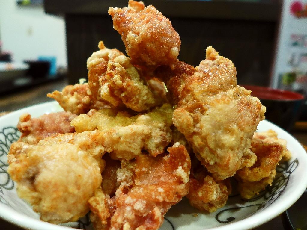 画像2: 本日のランチは西天満にある焼鳥屋さん「渡鳥 西天満総本店」に行きました。美味しい焼鳥が食べられる私の大好きなお店で、今月からすごいランチが始まったと聞いて早速行ってきました!「から揚げマウンテン定食」こちらのお店では、か... emunoranchi.com