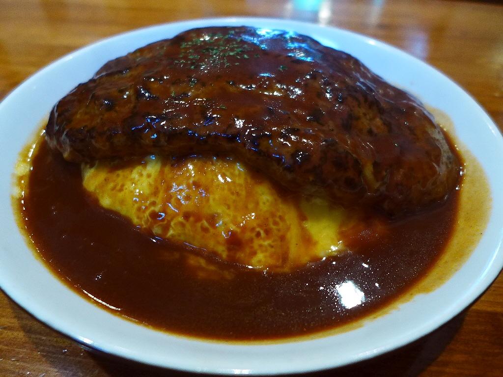 凄まじいボリュームの名物OWLライスハンバーグは昔懐かしい好感のもてる味わいです! 中央区平野町 「Kitchen Bar OWL (キッチンバー アウル)」