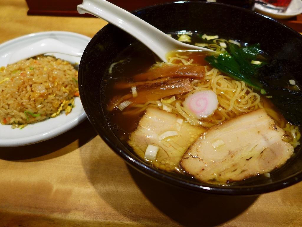 画像2: 本日のランチは梅田にあるラーメン屋さん「麺三昧 梅田店」に行きました。前回初めてこちらの中華そばをいただいたのですが、そのあまりの美味しさに感動して、またまた食べに行ってきました!「中華そば」(780円)、「半チャン」(... emunoranchi.com