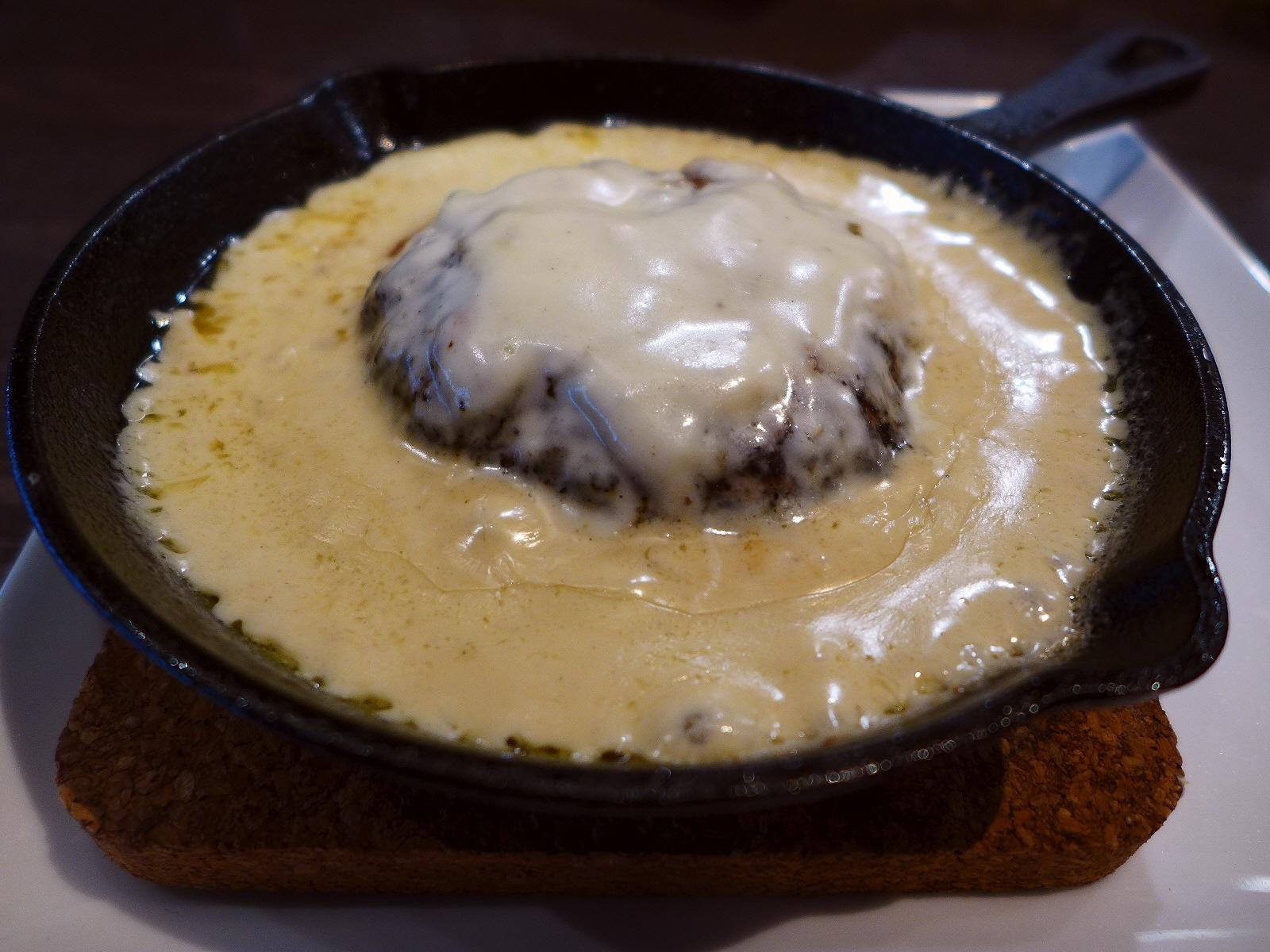 チーズ好きにはたまらないチーズ料理専門店の土日祝限定の超お値打ちランチ! 西区新町 「CheeZania bar(チーザニアバル)」