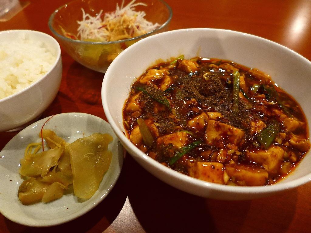 画像2: 本日のランチは北新地にある中華料理のお店「中菜Labo.朝陽」に行きました。麻婆豆腐が美味しいと評判の四川料理のお店に初めて行ってきました!「最強麻婆豆腐セット」(1000円)麻婆豆腐にサラダ、ザーサイ、お替り自由のご飯... emunoranchi.com