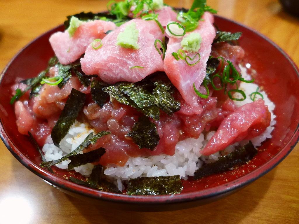 画像2: 本日のランチは福島区にあるまぐろ料理の専門店「海辺の茶屋 しづき」に行きました。大阪中央卸売市場で仕入れた上質で新鮮なマグロが、びっくりするほどリーズナブルにいただける大人気のお店です。今日は食べ歩き仲間のKさんと一緒に... emunoranchi.com