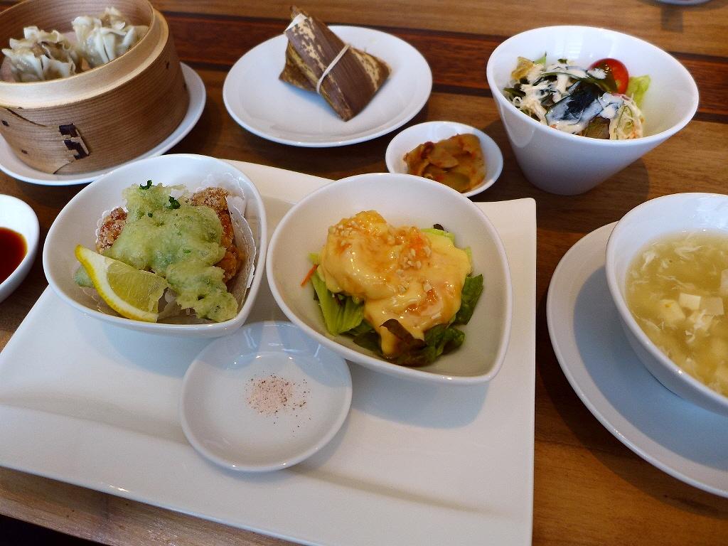 画像2: 本日のランチは心斎橋にある中華料理のお店「愛蓮 心斎橋店」に行きました。食べ歩き仲間のYちゃんに「Mさん、心斎橋に超隠れ家の超お値打ちの中華のお店があるのですが行きませんか?」とお誘いいただき、一緒に行ってきました!行っ... emunoranchi.com