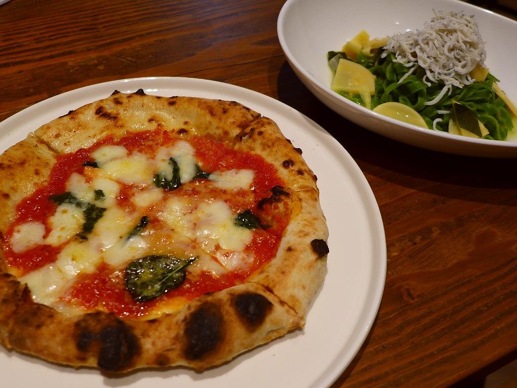 美味しくてボリューム満点でリーズナブルなハーフ&ハーフランチは満足感が高すぎます! 梅田 「PIZZERIA & 串BAL くま食堂」