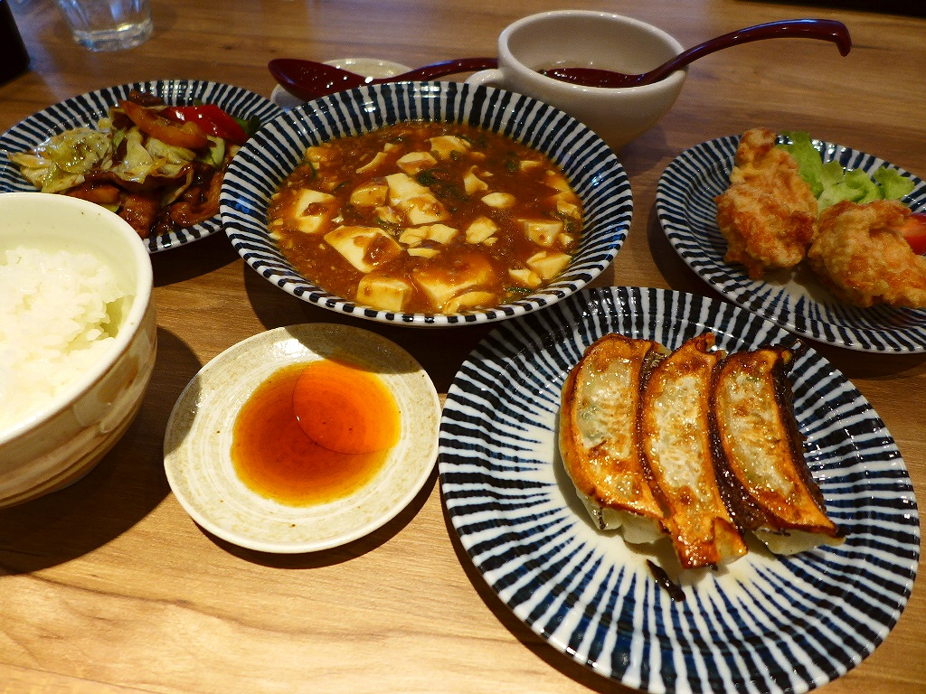 画像2: 本日のランチは京都の烏丸御池にある中華料理のお店「GYOZA OHSHO 烏丸御池店」に行きました。「餃子の王将」といえば、大衆中華というイメージがありますが、こちらのお店は新コンセプトのお店ということで、とてもお洒落な... emunoranchi.com