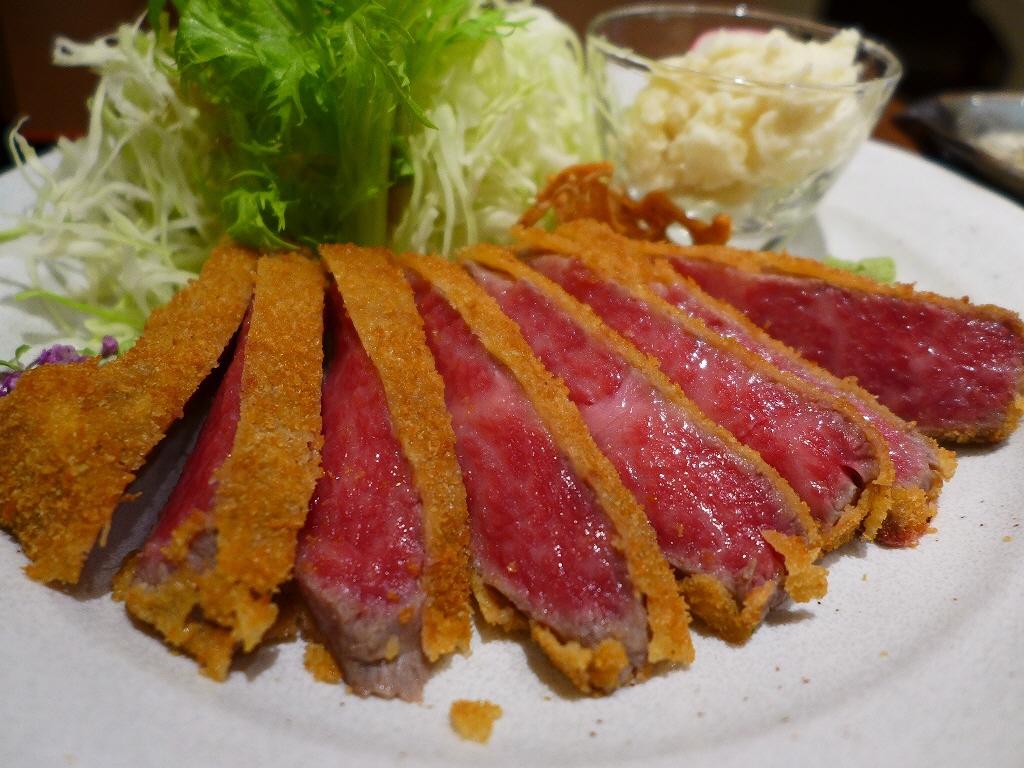 画像2: 本日のランチは上本町にある牛カツのお店「牛かつ 勝昌。」に行きました。巷で大流行の「牛カツ」ですが、こちらのお店は何と何と「近江牛」を使った牛カツが食べられるお店です!焼肉やステーキとしていただく高級ブランド牛の牛カツが... emunoranchi.com
