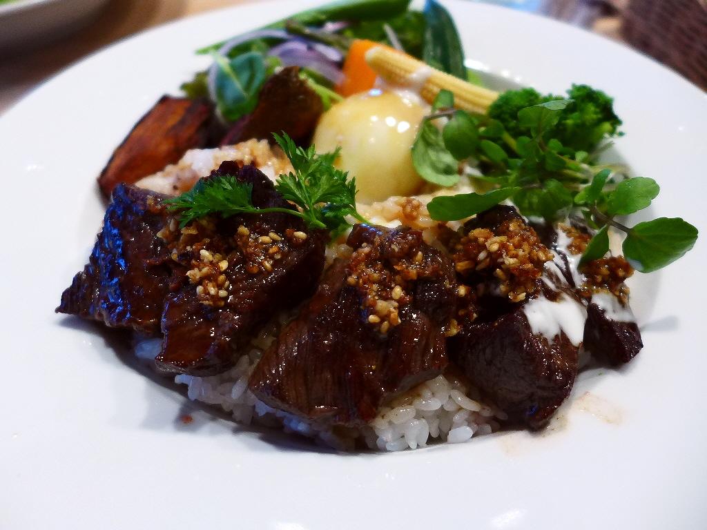 画像2: 本日のランチは中央区瓦町にあるお肉とフレンチおでんのお店「COCO Bar Kitahama」に行きました。広島県中山牧場の国産オメガビーフのカタマリ肉の量り売りとフレンチおでんがいただけるお店がオープンしたので、早速行... emunoranchi.com