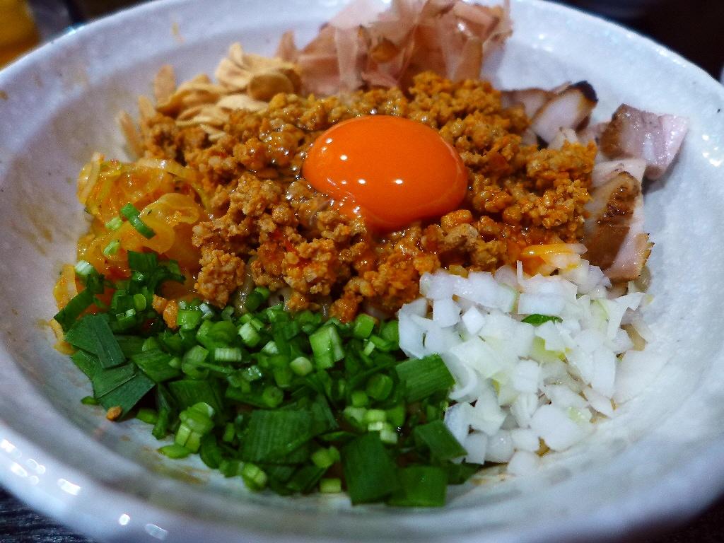 癖になる美味しさの台湾まぜ麺はビールとの相性も抜群です! 関目高殿 「男のラーメン 関目団長」