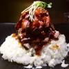 しっとり柔らかいローストビーフ丼の肉ダブルはボリューム満点です! 新大阪 「ステーキハウス ロマン亭~オンス~ 新大阪店」