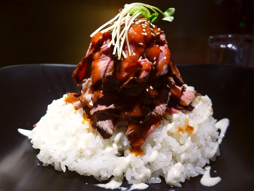 画像2: 本日のランチは新大阪にあるステーキのお店「ステーキハウス ロマン亭~オンス~ 新大阪店」に行きました。先日オープンしたばかりのた新なにわ大食堂の中にあるお肉の卸問屋直営のお店で、様々な部位のお肉が1オンス(約28g)単位... emunoranchi.com