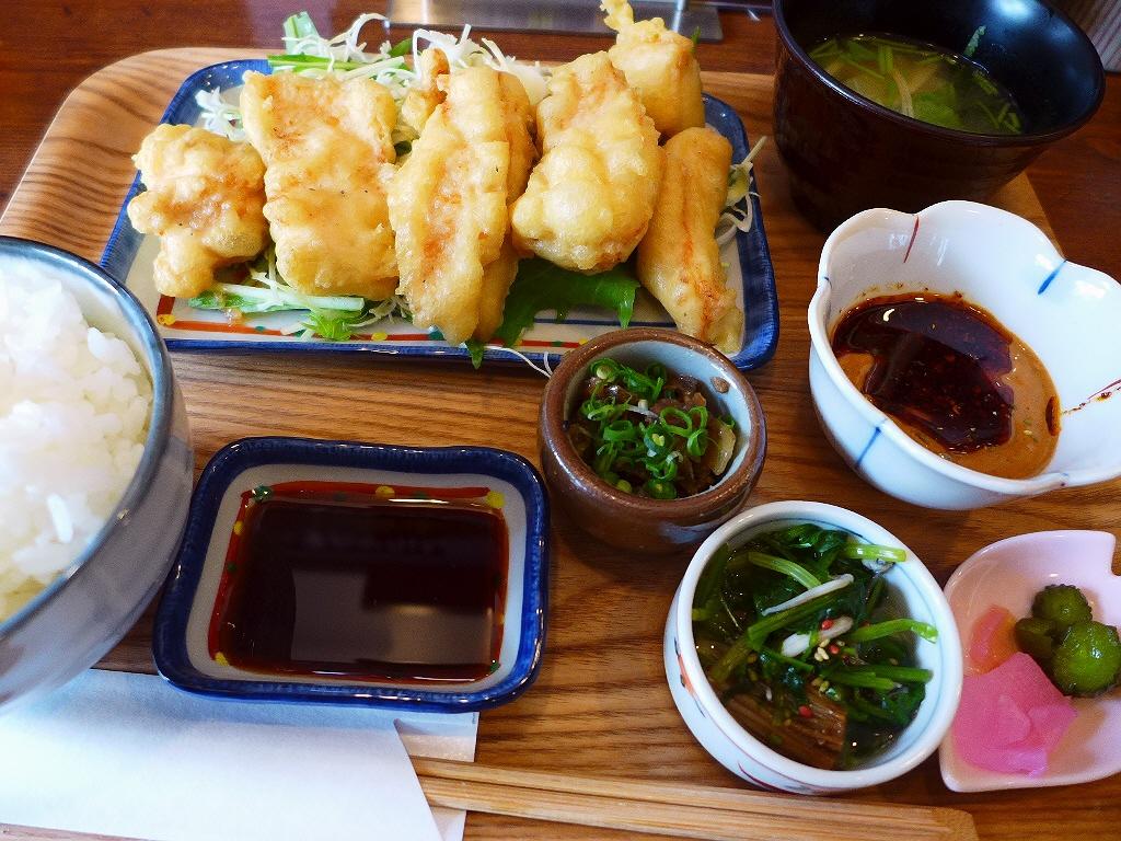 画像2: 本日のランチは福島区にある鳥料理のお店「スミコウテツ(炭香T2)」に行きました。私の大好きな焼鳥屋さんで、とてもお得なランチ営業が始まったと聞いて、早速行ってきました!「鶏天おかわりできます!」という、今までに聞いたこと... emunoranchi.com