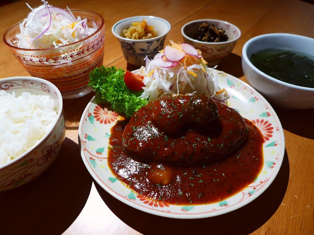 画像2: 本日のランチは心斎橋にあるカフェ「Natural Sapple(ナチュラル・サプリ)」に行きました。契約農家からこだわりの安全・安心野菜を仕入れ、野菜中心の料理ではありますが、それをお腹いっぱい味わってもらいたいというコ... emunoranchi.com