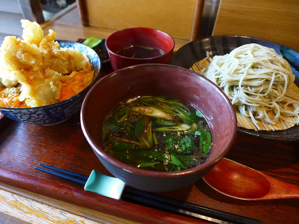 画像2: 本日のランチは兵庫県川西市にあるお蕎麦屋さん「手打ちそば 蕎花」に行きました。こちら方面へちょっとドライブに行きがてら、以前から気になっていたこちらのお店に寄ってみました!「鴨汁そば」(1150円)、「地鶏の天丼(小)」... emunoranchi.com